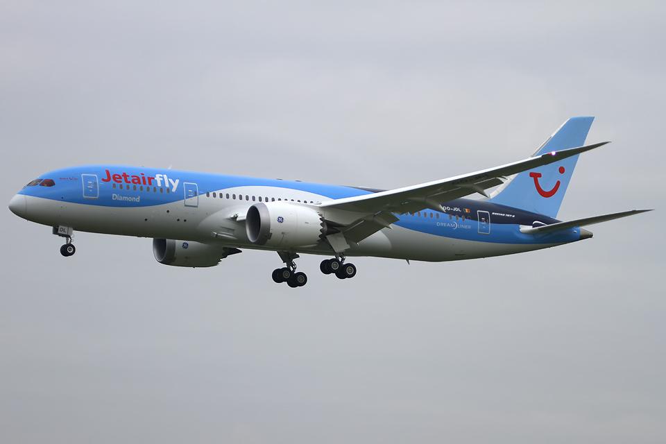 Boeing-787-8-Jetairfly-OO-JDL-landing-RWY-25L-BRU-EBBR-01-IMG_0090.jpg
