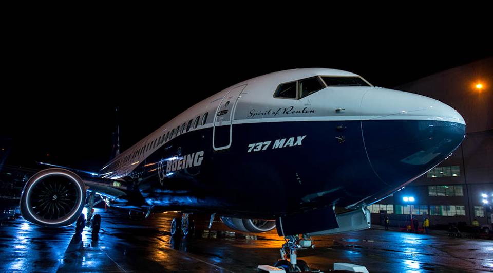 2015-12-08-Boeing-737-MAX-01.jpg