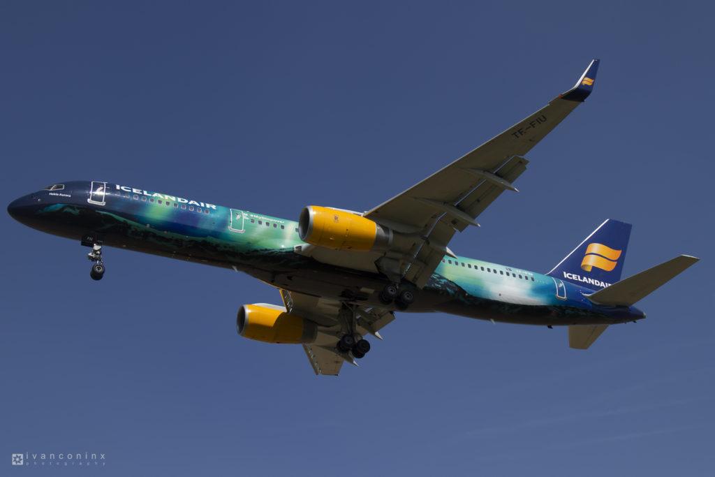 2016-08-31-Boeing-757-Icelandair-Hekla-Aurora-01-1024x683.jpg